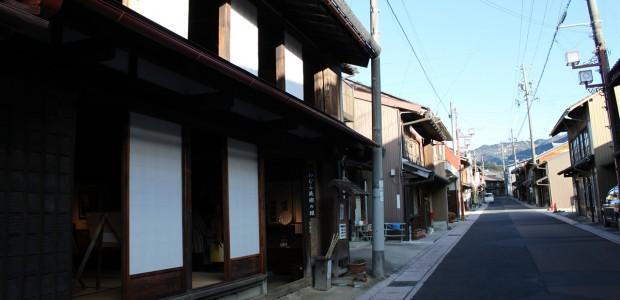 あけてつ沿線でも特に昔ながらの街並みを感じさせる町、岩村に行 […]